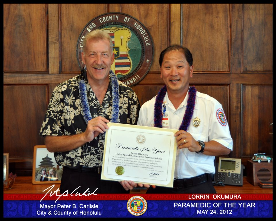 Lorrin Okumura with Mayor Carlisle accepting award for Paramedic of the Year.